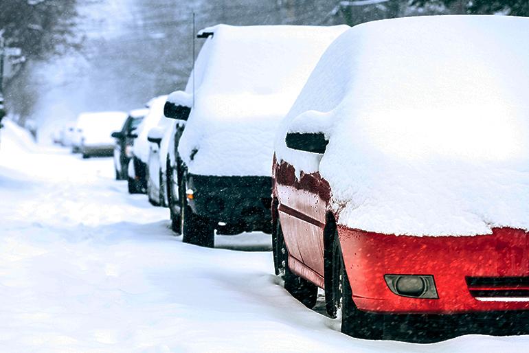 guida sulla neve - parcheggio - Non inserire il freno a mano se parcheggi all'aperto