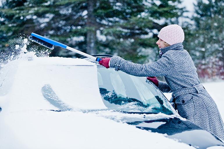 guida sulla neve - pulizia - Prepara l'auto prima di partire