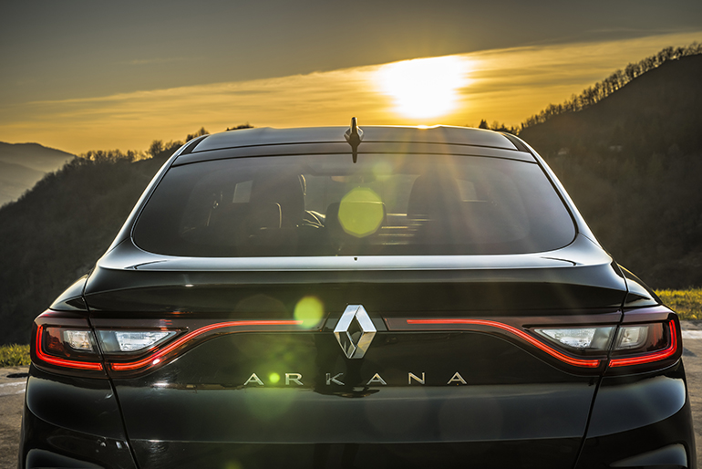 emilcar_Renault ARKANA_ retro